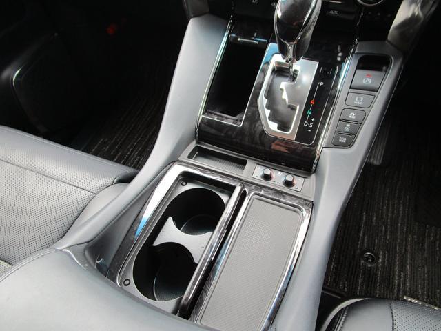 ZR ・後席モニター・レザーシート・純正9インチナビ・シートヒータ&エアコン・LEDヘッドライト・プリクラッシュ・クリアランスソナー・100V電源・純正17インチアルミホイール・両側パワースライドドア・(58枚目)