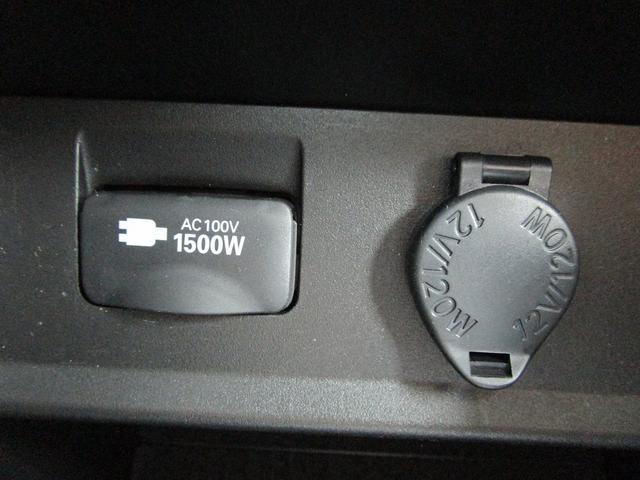 ZR ・後席モニター・レザーシート・純正9インチナビ・シートヒータ&エアコン・LEDヘッドライト・プリクラッシュ・クリアランスソナー・100V電源・純正17インチアルミホイール・両側パワースライドドア・(70枚目)