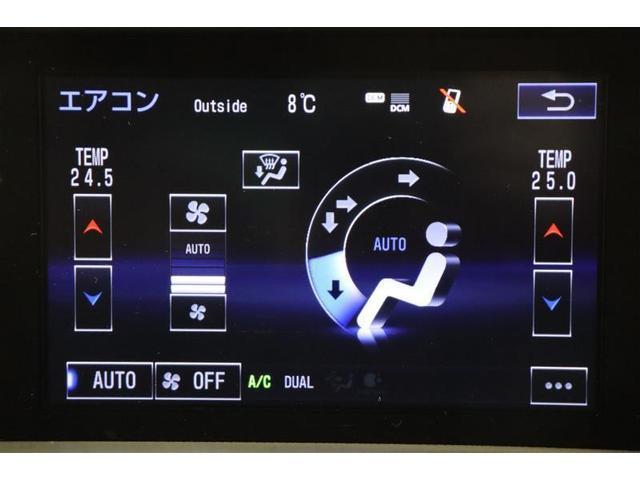 運転席と助手席のエアコンはパーソナル設定で、席によって快適な温度設定が出来ます。ナノイーを選ぶと肌や髪にやさしい水に包まれた弱酸性のナノイーが放出され、室内を爽やかな空気環境にしてくれます。