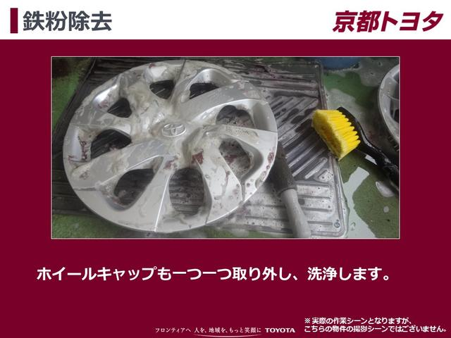 【鉄粉除去】ホイールキャップが付いているお車は一つ一つ取り外し、洗浄します。