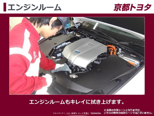 【エンジンルーム】エンジンルームもキレイに拭き上げます。