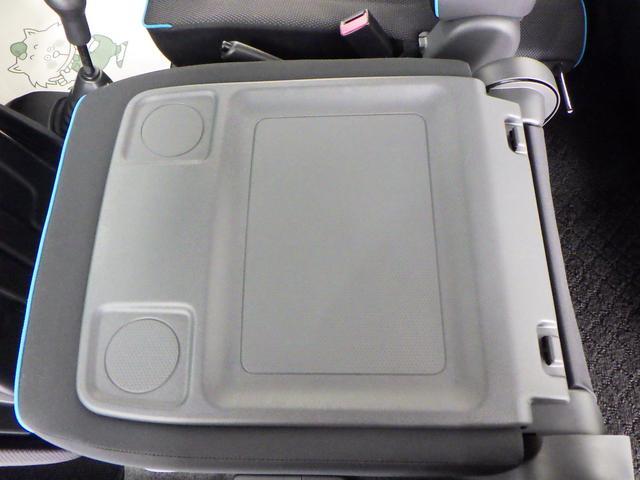 助手席背面を前方に倒すと、停車時に簡易テーブルとしてご使用いただけます。