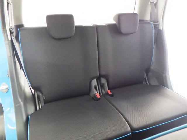 リヤシートも しっかり厚みがあります。