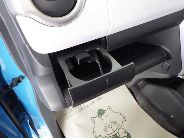 助手席前にも 引き出し式のドリンクホルダーがあります。