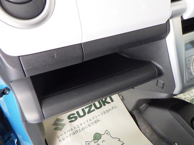 助手席前には、BOXティッシュを置くことができます。運転席からでも手が届き、使い勝手◎