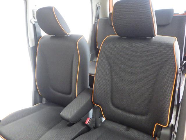 厚みがあり、ゆったり座れるフロントシート。