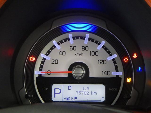 メーター上部の照明色で エコ運転の確認ができます。ゲーム感覚でエコ運転を楽しめます。