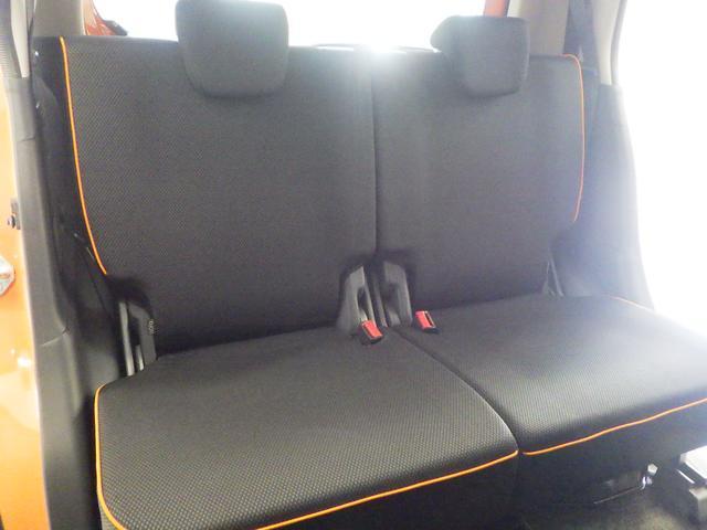リヤシートも厚みがあります。
