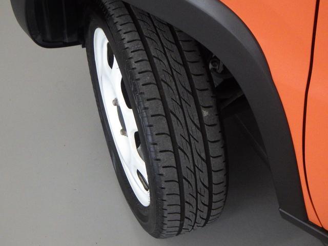 大径タイヤと高めの最低地上高で 凹凸のある路面もラクラク走行できます。