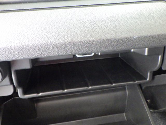 グローブボックス上部には、BOXティッシュを置くことができます。