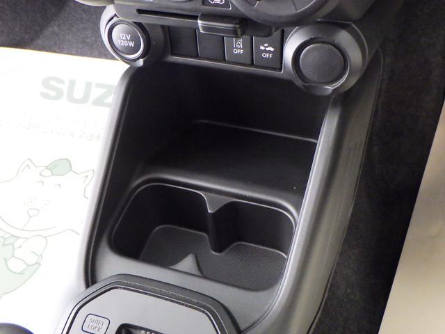 運転席・助手席間に使い勝手のいい収納&ドリンクホルダーがあります。