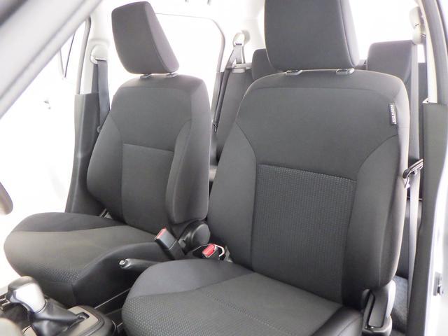運転席・助手席間にゆとりがあります。