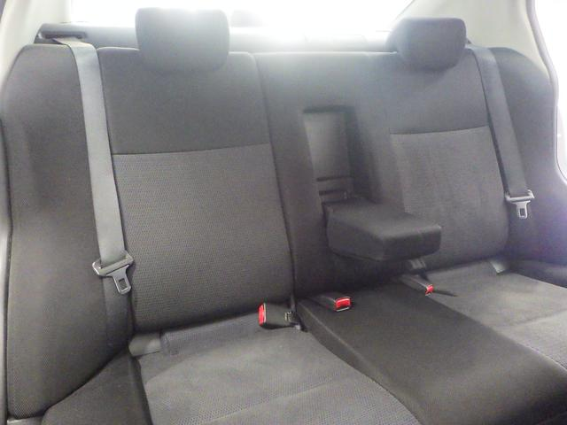 後席中央は、アームレストとしてご使用いただけます。