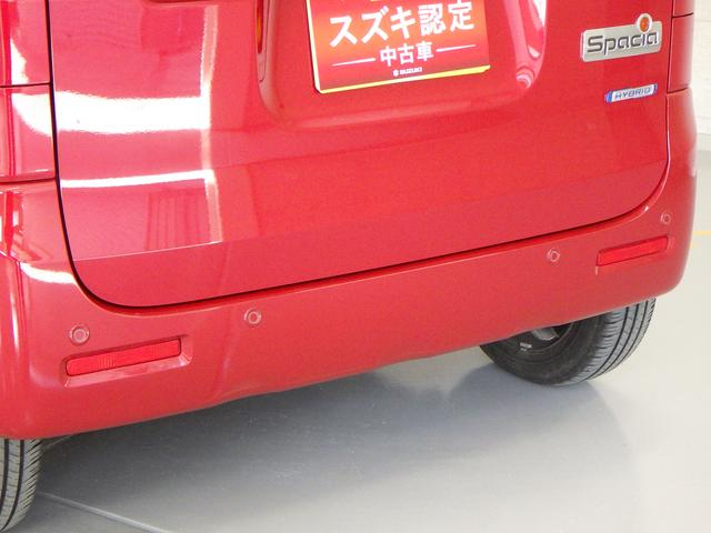 ペダルの踏み間違いや シフトレバーの入れ間違いによる急発進を防ぐ 誤発進抑制機能を前後とも装備しています。