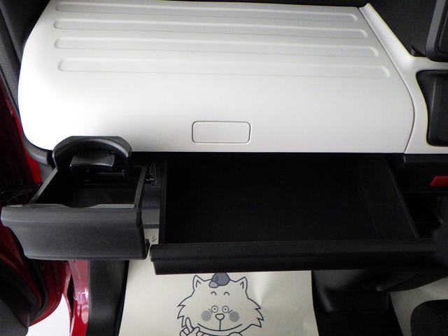 助手席前には、BOXティッシュを収納できます。