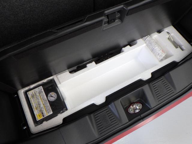 もしもに備えて、エアーコンプレッサーやパンク修理キットを積み込みしています。