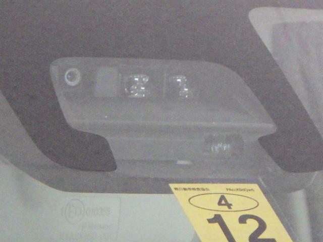 近距離や夜間の検知に優れたレーザーレーダーと 中・長距離の検知に優れ、人も検知する単眼カメラを組み合わせた サポカーSワイド デュアルセンサーブレーキサポート搭載。