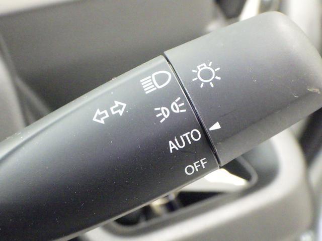 車外の暗さを検知し、自動でライトを点灯させる オートライト機能付ヘッドライト。