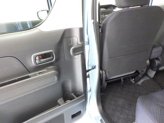 リヤドアの内側には、アンブレラホルダーがあります。雨水は自然に車外へ排出され、お手入れラクラクで衛生的です。