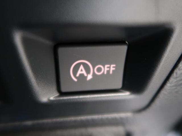 【アイドリングストップ】クルマが停車すると自動的にエンジンを停止し、無駄な燃料消費や排出ガスを抑えます。素早くエンジンを再始動させるなど、ドライバーの感覚とズレのない自然な制御を目指しています。