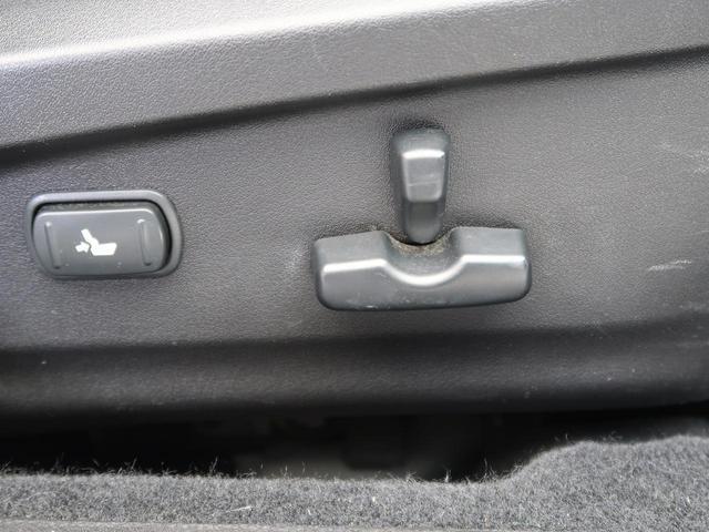 パワーシートが装備されております。お好みのシートポディションにボタン一つで設定可能です。微調整もしやすく見た目もスッキリしますよ。