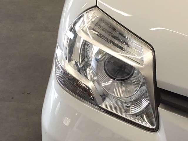 HIDヘッドライト搭載でしっかり明るく照らしてくれるので、夜間走行や不慣れな道でも安心です。