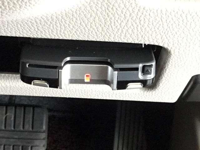 高速道路のご利用時にとても便利なETC車載器付。セットアップをしてからお渡ししますので、あとはETCカードを差し込むだけで、わずらわしい料金所での現金支払いが不要となりスムーズに通過できますよ。