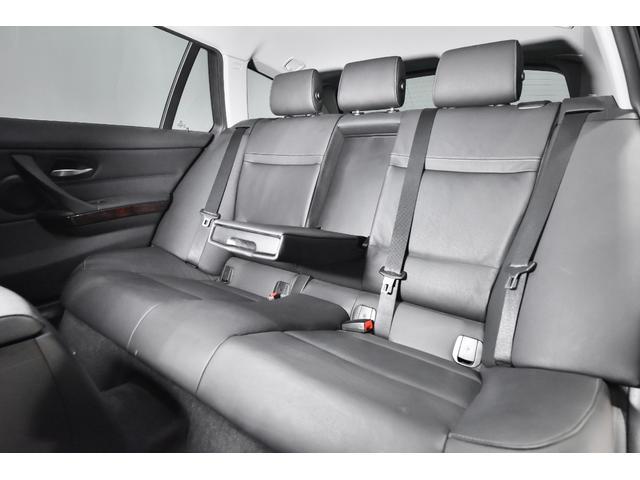 320iツーリング ハイラインパッケージ 正規輸入車 純正HDDナビ/黒革シート/19インチアルミホイール/キセノンヘッドライト/ETC(22枚目)