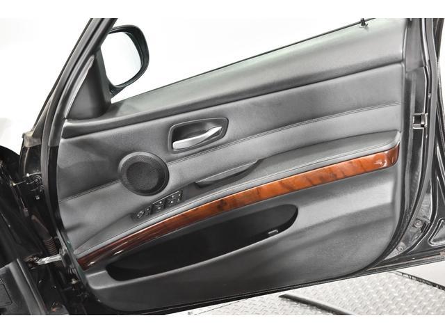 320iツーリング ハイラインパッケージ 正規輸入車 純正HDDナビ/黒革シート/19インチアルミホイール/キセノンヘッドライト/ETC(26枚目)