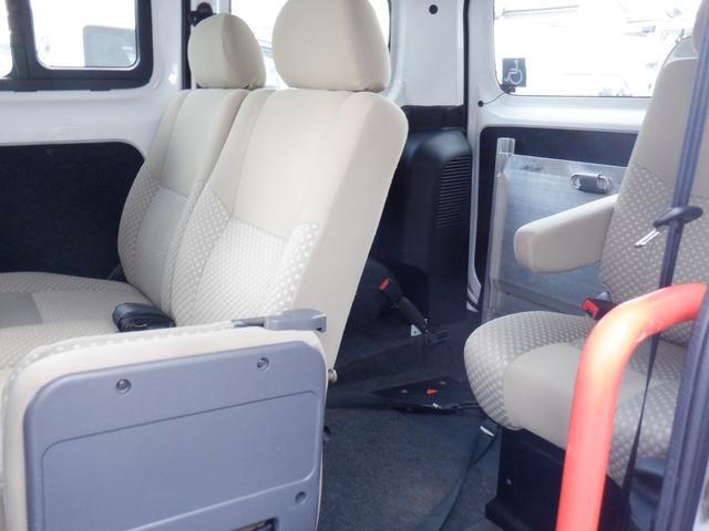 1.6チェアキャブ車いす1名 3列有 福祉車輌 ワンオーナー リヤクーラー バックカメラ ステップランプLED 車いす用手すり 乗降用手すり シートバッググリップ キーレス 点検記録簿 Wエアバッグ(22枚目)