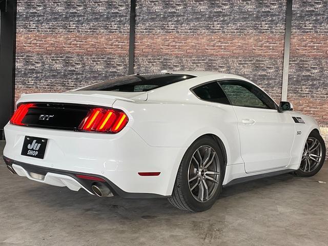 V8 GT プレミアム 新車並行・ブラックフルレザーシート・シートヒーター&クーラー・クルーズコントロール・純正18AW・バックモニター・Bluetooth・エンジンスターター付きキーレス・HID・パドルシフト・禁煙・修復無(3枚目)