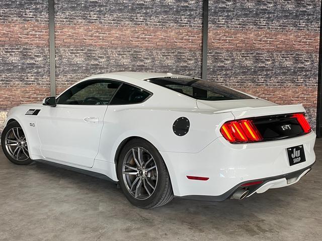 V8 GT プレミアム 新車並行・ブラックフルレザーシート・シートヒーター&クーラー・クルーズコントロール・純正18AW・バックモニター・Bluetooth・エンジンスターター付きキーレス・HID・パドルシフト・禁煙・修復無(8枚目)