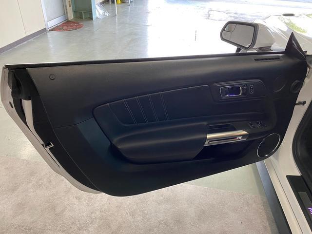 V8 GT プレミアム 新車並行・ブラックフルレザーシート・シートヒーター&クーラー・クルーズコントロール・純正18AW・バックモニター・Bluetooth・エンジンスターター付きキーレス・HID・パドルシフト・禁煙・修復無(27枚目)