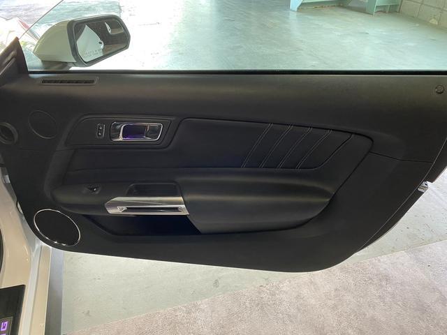V8 GT プレミアム 新車並行・ブラックフルレザーシート・シートヒーター&クーラー・クルーズコントロール・純正18AW・バックモニター・Bluetooth・エンジンスターター付きキーレス・HID・パドルシフト・禁煙・修復無(28枚目)