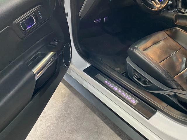 V8 GT プレミアム 新車並行・ブラックフルレザーシート・シートヒーター&クーラー・クルーズコントロール・純正18AW・バックモニター・Bluetooth・エンジンスターター付きキーレス・HID・パドルシフト・禁煙・修復無(29枚目)