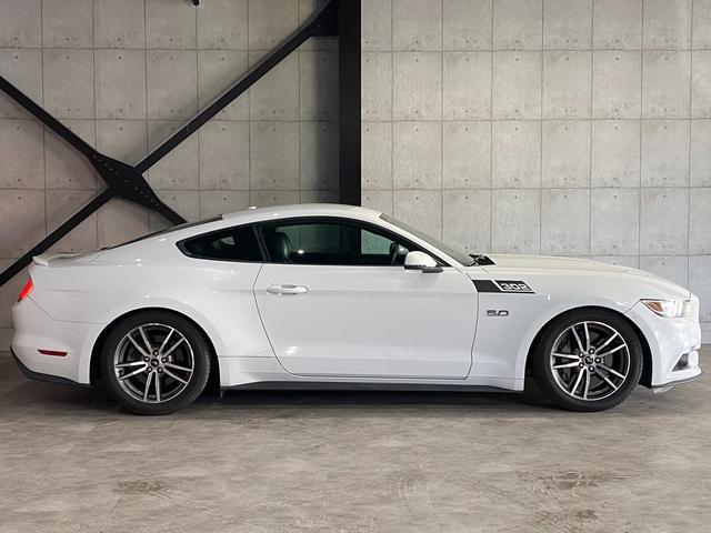 V8 GT プレミアム 新車並行・ブラックフルレザーシート・シートヒーター&クーラー・クルーズコントロール・純正18AW・バックモニター・Bluetooth・エンジンスターター付きキーレス・HID・パドルシフト・禁煙・修復無(33枚目)