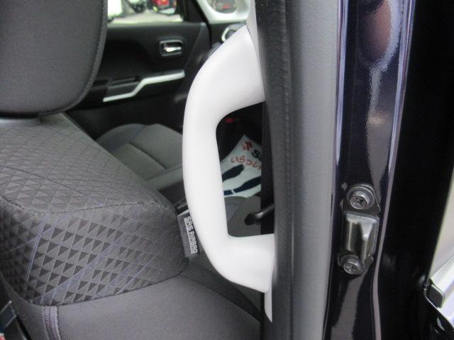 ステアリングのACCスイッチを押せば先行車との距離をミリ波レーダーで測定し車間距離を保ちながら自動的に加速・減速し車間距離は3段階で設定が可能。先行車がいない場合は設定して速度をキープします。