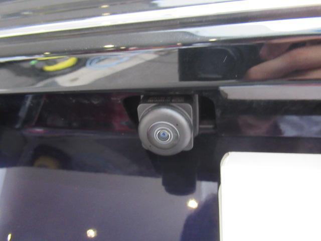 クルマの前後左右4カ所にカメラを設置し、車を真上から見たような俯瞰映像等を7インチの大画面モニターに映し出す「全方位モニター付メモリーナビゲーション標準装備」♪駐車や幅寄せが苦手な方にはお勧めです☆