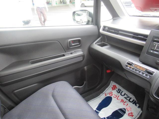 フロントベンチシートなので、運転席広々、助手席も広々!