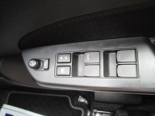 パワーウィンドウスイッチ付き。ミラーは電動格納式です。