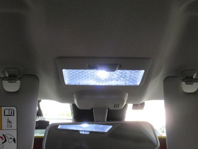 ルームランプはLEDで明るいです。