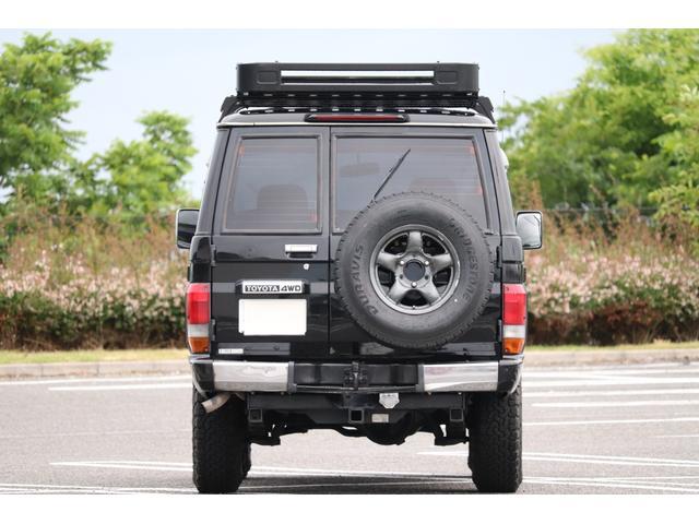 タイヤは4本新品です。4WDですので、ビーチや雪道等安心して乗って頂けるかと思います