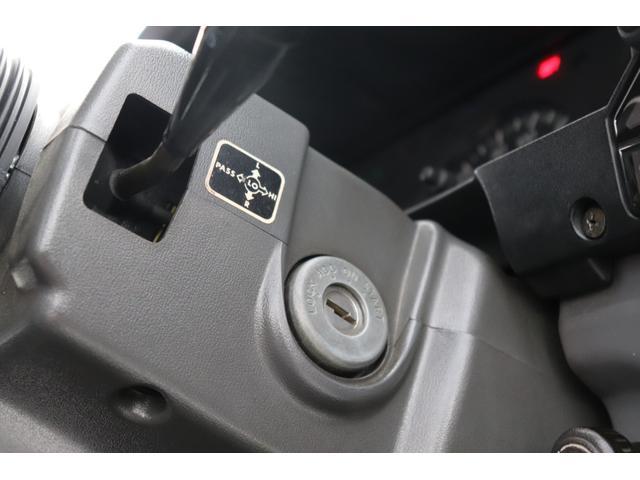 大型トラックにも採用されてますサスペンションシートですので、長距離の運転も負担軽減されるかと思います。