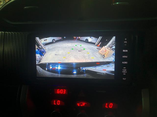 バックカメラ付きですので駐車に自信の無い方などでも安心安全で快適に乗って頂けると思います♪