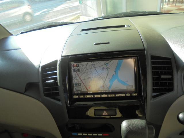 こちらのお車にはナビがついております!TVやDVDも視聴可能です!CD等が使えます!!