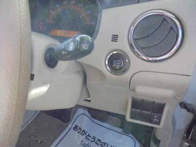 このお車はプッシュスタート式なのでこれまたスタイリッシュ!!エンジンの始動停止に鍵は必要はありません!携帯しているだけでOK!!