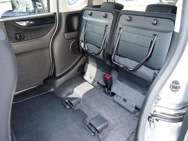 後部座席を上げれば、高い荷物も積めます。