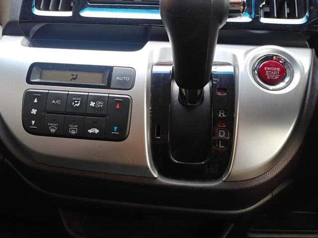 このお車はプッシュスタート式です。エンジンの始動停止に鍵は必要はありません!携帯しているだけでOK!!