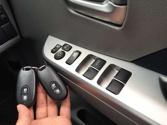 女性の方でも運転しやすいですよ!スーマートキーですので鍵を持ってるだけでドアロックの開け閉めやエンジン始動できます♪