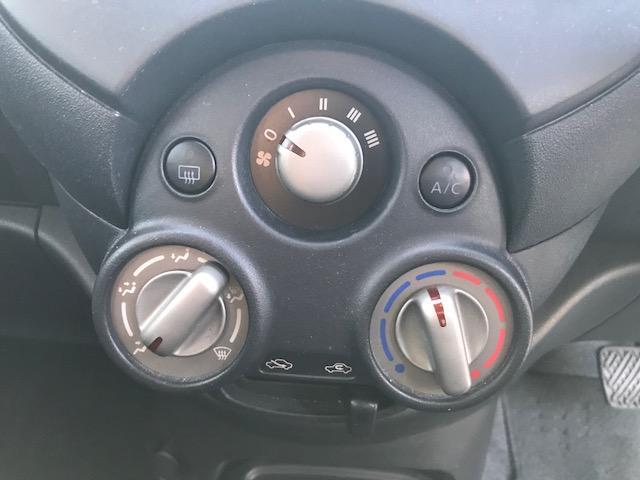 運転席、助手席からエアコン操作しやすいです!!
